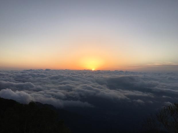 山頂からの朝日